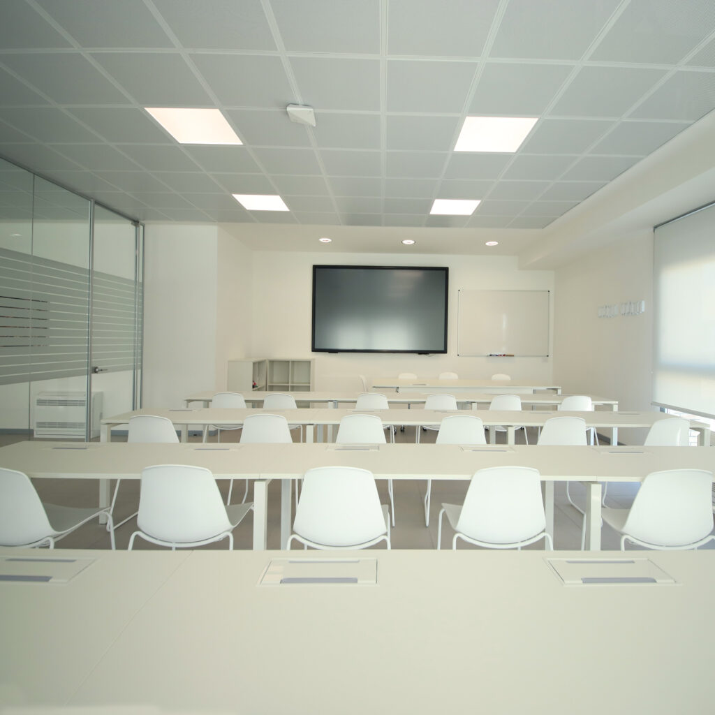 sala conferenze vuota